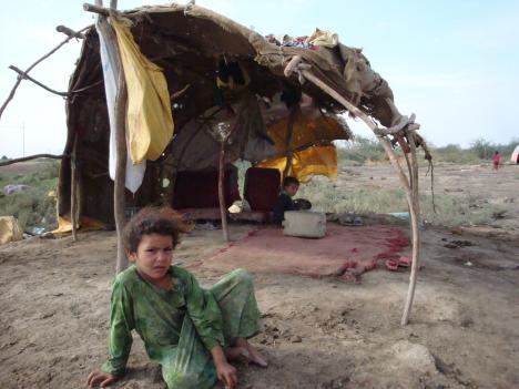 ردا على اعتراض زميلي احمد على عنوان الصورة السابقة (فقر الانسان العراقي) اعرض هذه الصورة التي تبين مدى تدني المستوى المعاشي ل66% من اعراقيين ،والفقر لم اقصد به فقر الثقافة او الاخلاق ،بل هو ضعف المستوى المعاشي الذي منه تنطلق كل مشاكل الانسان ،
